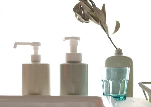 手を洗う時間に、佇まいのよい道具を。「美濃焼の詰め替えボトル」